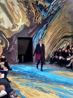 Wow! Gorgeous marble set design at Louis Vuitton Autumn-Winter 2014 Men Fashion Show #PFW #AW14 #LouisVuitton