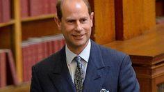 La corbata taurina del príncipe Eduardo desata la furia de activistas contra el maltrato animal - Cachicha.com