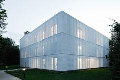 Glass Kramer Löbbert Architekten - MRI research building, Berlin 2010. Photos © Werner Hutmacher.
