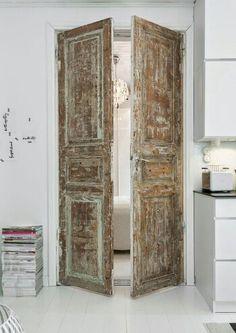 [CasaGiardino]  ♛  Porte ancienne dans décor blanc moderne