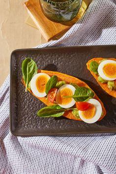 Édesburgonya-szendvics avokádókrémmel recept | Street Kitchen Gnocchi, Ketchup, Plastic Cutting Board, Chili, Tej, Fitt, Chile, Chilis