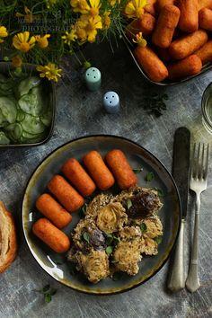 ...konyhán innen - kerten túl...: Fűszeres tejfölben sült csirkemáj hagymás burgonya... Carrots, Sausage, Vegetables, Food, Sausages, Essen, Carrot, Vegetable Recipes, Meals