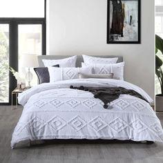 Dream Bedroom, Home Decor Bedroom, Bedroom Ideas, Bedroom Styles, Bedroom Colors, Black Rooms, Quilt Cover Sets, Beautiful Bedrooms, New Room
