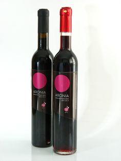 Το κρασί από αρώνια είναι ένα κόκκινο κρασί με μοναδικό σώμα και φίνο άρωμα, που αφήνει την φρουτώδη επίγευση της αρώνιας. Πρόκειται για έναν πολυτελή και ιδιαίτερο συνδυασμό αντιοξειδωτικών ουσιών και άλλων ευεργετικών ιδιοτήτων, χωρίς πρόσθετα.