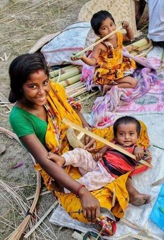 Beautiful Saree, Mother And Child, Sari, Rajasthan India, Shit Happens, Twitter, Children, Fashion, Mother Son