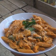Roasted red pepper and parsley penne pasta with chicken #Leanin15