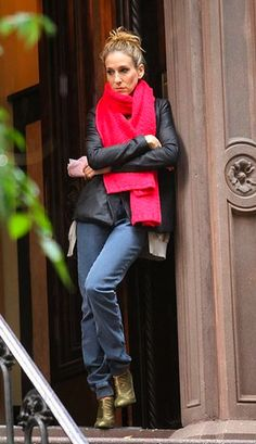red jacket - stairs - jeans - golden shoes --- Sarah Jessica Parker - SATC - Carrie Bradshaw - set - sex and the city