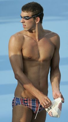 It's been quite a while since we see an athlete here right? Our beloved sexy swimmer Michael Phelps caused quite a stir back in 2004 during the Olympics, his body and torso is super duper ama… Freetime Activities, Beach Boy, Man 2, My Pool, Tom Daley, Raining Men, Athletic Men, Summer Olympics, Fotografia