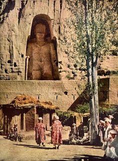 Bamiyan Buddha statue before its destruction