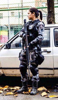 Soldado Aline. Polícia Militar do RJ/Brasil.
