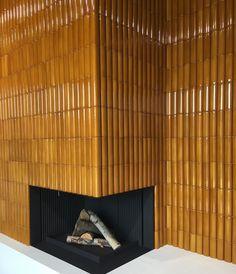 Home Interior Modern Sebastian Herkner // Artisanal Architectural Tiles - Avenue Road USA.Home Interior Modern Sebastian Herkner // Artisanal Architectural Tiles - Avenue Road USA Fireplace Surrounds, Fireplace Design, Black Fireplace, Decor Interior Design, Interior Decorating, Interior Plants, Decoration Design, Interior Modern, Luxury Interior
