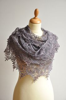 """in ♥ at first sight…….…Great pattern….A real treat to knit ! <span class=""""best-highlight"""">enlarged the body of the shawl to 277</span> stitches, 2 repeats of the chart B, stopped counting at 500 sts ;)….."""