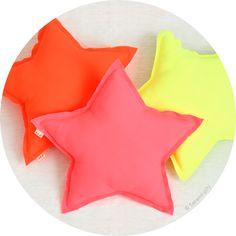 coussin étoile fluo .:serendipity.fr:.