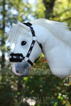 I took a few inspiration orders in the early fall, so I chose a group of willing - Horse Stables, Horse Tack, Stick Horses, Horse Gear, Fabric Animals, Hobby Horse, Horse Crafts, Beautiful Horses, Guinea Pigs