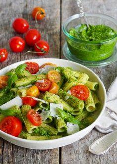 One pot wonder - lettvint gryterett - Mat På Bordet Pasta Med Pesto, One Pot Wonders, Pasta Recipes, Cobb Salad, Spaghetti, Chicken, Easy, Blogging, Noodle