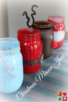How To Make Santa Mason Jars + More Holiday Jar Tutorials I had so much fun making my Fall Mason Jars, I knew I wanted to make Christmas Mason Jars! And Ch (How To Make Christmas Mason Jars) Mason Jar Christmas Crafts, Teacher Christmas Gifts, Mason Jar Crafts, Best Christmas Gifts, Christmas Fun, Holiday Crafts, Christmas Decorations, Outdoor Christmas, Teacher Gifts