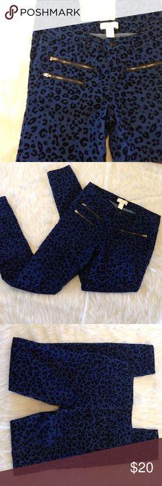 "Dark blue denim with velvet cheetah print texture NWOT never worn F21 Premium Denim cheetah/ leopard print skinnies with zipper front pocket detail. The print is in a velvet like texture. 14.25"" across waist flat, 7.5"" rise, 29"" inseam, 4.75"" leg opening flat. 61% cotton, 23% polyester, 14% rayon, 2% spandex. Forever 21 Jeans Skinny"