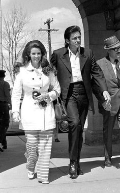 Johnny Cash and his wife, June Carter Cash, enter the U.S. Penitentiary at Leavenworth, Kan. for a performance for the 2,000 federal inmates.