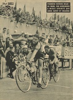 Tour de France 1953. 6^Tappa, 8 luglio. Caen > Le Mans. Martin Van Geneugden (1932-2014) supera in volata Louis Caput (1923-1985), a destra, e Adolphe Deledda (1919-2003) [Le Miroir des Sports]
