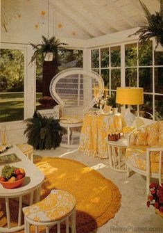 Retro - Amidst an oil crisis and rising inflation, American interior design changed to reflect a new regard for nature and an awareness of environmental concerns. 1970s Decor, 70s Home Decor, Vintage Home Decor, Vintage Interior Design, Vintage Interiors, Retro Design, Retro Party, American Interior, Retro Room