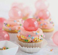 Paso a paso de como hacer burbujas de gelatina, para decorar tus postres Sprinkle Bakes: Bubble Gum Frosting Cupcakes with Gelatin Bubbles Bubble Gum Cupcakes, Easter Cupcakes, Yummy Cupcakes, Bubble Cake, Party Cupcakes, Birthday Cupcakes, Yummy Treats, Delicious Desserts, Sweet Treats