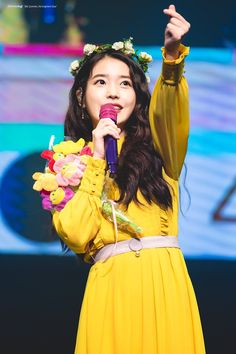 """[TRANS] 180915 IU gives helpful advice to a fan on how to deal with social anxiety 🌸 (source: iu_bluewing, peachchip_) """"Humans are surprisingly generous and willing to treat others kindly"""" Female Actresses, Korean Actresses, Korean Actors, Actors & Actresses, Fandom Kpop, K Pop Star, Iu Fashion, Korean Artist, Korean Celebrities"""