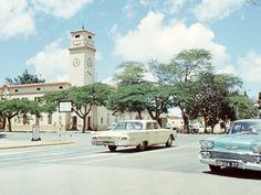 Old Photos cars in Rhodesia Zimbabwe History, All Nature, Salisbury, Car Photos, Holiday Travel, Car Ins, Amazing Places, Kenya, Childhood Memories