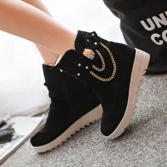 British Thick Round Toe Chain Decorate Short Boots The clothing culture is quite old. Pretty Shoes, Beautiful Shoes, Cute Shoes, Me Too Shoes, Fashion Boots, Sneakers Fashion, Kawaii Shoes, Yellow Boots, Dream Shoes