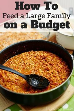 If you have a large family, planning and preparing meals can be expensive. You do not have to break the bank, however, just because you have a large family. Here are seven tips that can help you reduce your grocery budget and keep everyone fed. Frugal Meals, Budget Meals, Easy Meals, Inexpensive Meals, Budget Recipes, Cheap Recipes, Groceries Budget, Family Recipes, Weeknight Meals