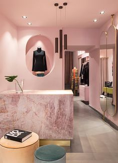 Fashion Retail Interior, Clothing Store Interior, Clothing Store Design, Fashion Showroom, Fashion Store Design, Diy Fashion, Ideas De Boutique, Boutique Decor, Showroom Interior Design