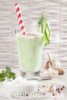 Uhorkové smoothie na slano Glass Of Milk, Smoothie, Pudding, Drinks, Desserts, Food, Drinking, Tailgate Desserts, Beverages