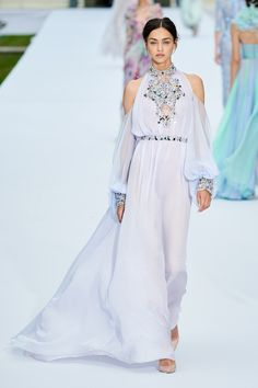 Ralph & Russo Fall 2019 Couture Fashion Show Collection: See the complete Ralph & Russo Fall 2019 Couture collection. Look 15 Fashion Art, Look Fashion, Runway Fashion, High Fashion, Fashion Design, Vogue Fashion, Fall Fashion, Fashion Brands, Ralph & Russo