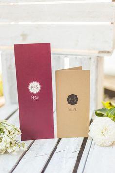 Hochzeits- Menü- und Weinkarte in Marsala-Rot und Kraftpapier als Kombination
