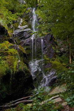 Dieser Ort ist Teil unseres Guides zu den schönsten Foto-Locations in Deutschland. Weitere tolle Orte in NRW findest du hier: Foto-Locations Nordrhein-Westfalen. Informationen zur Plästerlegge im Sauerland Die Plästerlegge im Sauerland ist der höchste natürliche Wasserfall in NRW. Die höchste