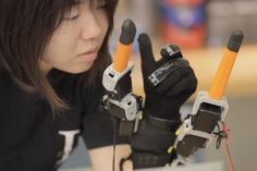 MIT's new robot glove can give you extra fingers.