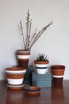 Striped Flower and Plant Pots (Photos © Steph Hung) Stripes may never go out of style, but sometimes they seem to undergo a resurgence of sorts. Inspired by the incredible Steven Alan collaboration with West Elm, cra. Painted Plant Pots, Painted Flower Pots, Painting Terracotta Pots, Decorated Flower Pots, Painted Pebbles, Pot Jardin, Clay Pot Crafts, Clay Pots, Diy Flowers