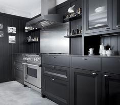 STIMMUG 2  en negro y acero - Mobalco. Una preciosa cocina en estilo rústico modernizado.