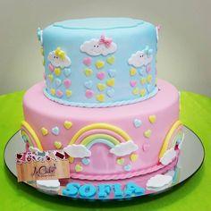 """118 curtidas, 5 comentários - LE CAKE CONFEITARIA (@lecakebr) no Instagram: """"Bolo Chuva de Bênçãos! #bolochuvadebencaos #bolofofodemais #lecakebr"""" Baby Shower Cakes, Fun Cupcakes, Cupcake Cakes, Simple Cake Designs, Cloud Cake, Baby Birthday Cakes, Rainbow Birthday, Girl Cakes, Party Cakes"""