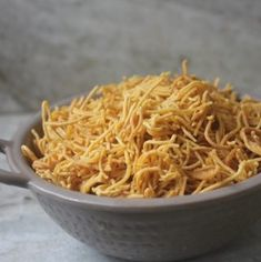 Easy and delicious snack recipe made using garlic. This sev has full of garlic flavour and makes a perfect snack for kids. Paratha Recipes, Paneer Recipes, Curry Recipes, Indian Food Recipes, Indian Snacks, Indian Desserts, Podi Recipe, Biryani Recipe, Rasam Recipe