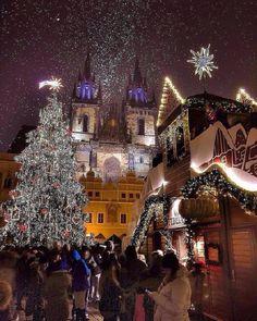 Рождественские украшения ~ Староместская площадь, Прага, Чехия.