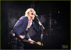Ross Lynch Celebrates His 20th Birthday At The Venetian In Vegas With R5: Photo #910135. Ross Lynch shatters hair whip goal in this sharp shot from R5's opening night concert at The Venetian on Tuesday night (December 29) in Las Vegas.