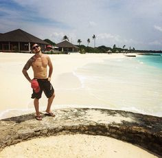 Tomas Tatar in Maldives Just A Game, Detroit Red Wings, Hockey Players, Girl Poses, White Girls, Maldives, Gorgeous Men, My Boys, Nhl