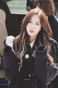 Check out GFriend @ Iomoio Kpop Girl Groups, Kpop Girls, Korean Girl, Asian Girl, Korean Hair Color, Hair Color Streaks, Sinb Gfriend, Grunge Hair, Girl Bands