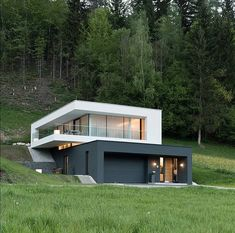 What do you think about this House? This House is designed by Kreiner Architecture and is located in Austria 🇦🇹 Modern Architecture House, Modern House Design, Amazing Architecture, Interior Architecture, Container Architecture, Sustainable Architecture, Modern Exterior, Exterior Design, Casas Containers