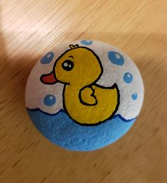Rubber duck in the bath with bubbles The Effective Pictures We Offer You About Rockhounding utah A quality picture can tell you many things. You can find the most beautiful pictures th Rock Painting Patterns, Rock Painting Ideas Easy, Rock Painting Designs, Pebble Painting, Pebble Art, Stone Painting, Painted Rocks Craft, Hand Painted Rocks, Stone Crafts