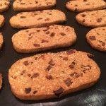 Jó reggelt keksz házilag - diós, aszalt szilvás | mókuslekvár.hu Banana Bread, Cookies, Food, Crack Crackers, Biscuits, Essen, Meals, Cookie Recipes, Yemek