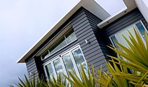 Maximise design flexibility with Scyon The primary role of exterior cladding is to protect, yet it also plays an undeniable part in a home's visual signature. James Hardie Scyon Stria Cladding and Scyon Axon Panel open up doors in terms of design. Roof Cladding, Interior Cladding, House Cladding, Timber Cladding, House Siding, Facade House, Interior And Exterior, Cladding Ideas, External Cladding
