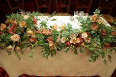 代官山のレストランPACHON様への、秋の装花。 ユーカリと、セピアピンクと紅茶色のバラで。 花嫁様が好きとおっしゃっていた多肉も、 高...