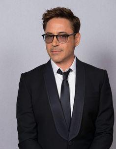 Persona non grata il y a quelques années, il est aujourd'hui l'une des plus grosses stars du cinéma américain.  http://www.elle.fr/Loisirs/Cinema/News/Robert-Downey-Jr-75-millions-de-dollars-pour-l-acteur-le-mieux-paye-d-Hollywood-2736039