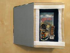 Disimulada caja de caudales para tener a la vista de todos. Lo podéis ver en mi blog.